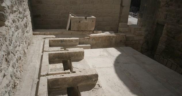 Gökmedrese'deki 8 asırlık tuvalet sistemi